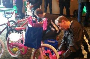 United COnveyor bike team building Chicago